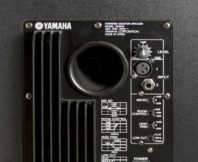 Yamaha HS80M speakers